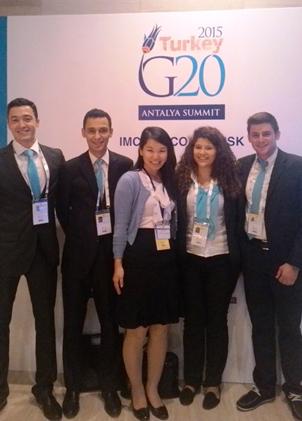 2015年、G20アンタルヤサミットにて、トルコ政府スタッフと